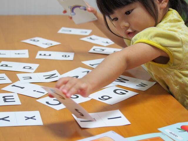 子供への英語の教え方ってどうしてる?0~3歳のおすすめを紹介!