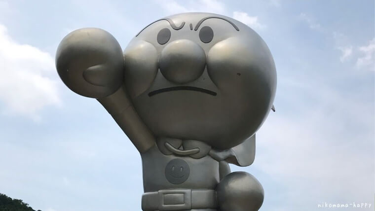 香美市やなせたかし記念館のアンパンマンの像